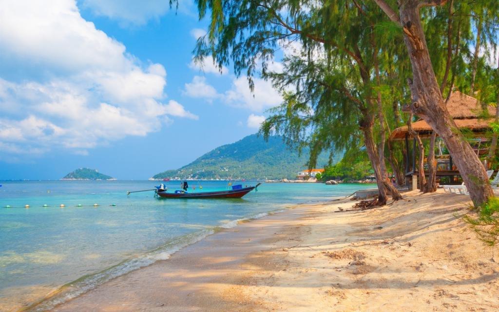 песчаный берег таиланда