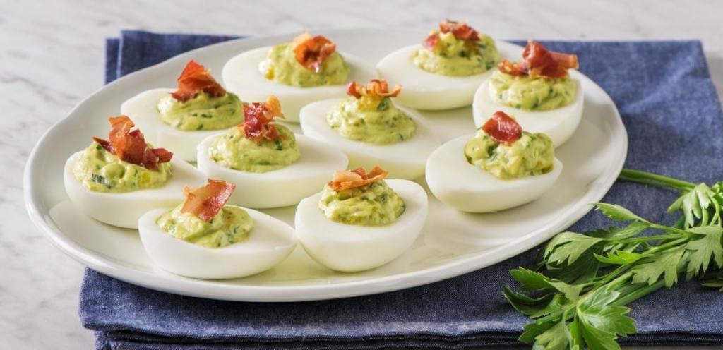 Яйца с начинкой из авокадо