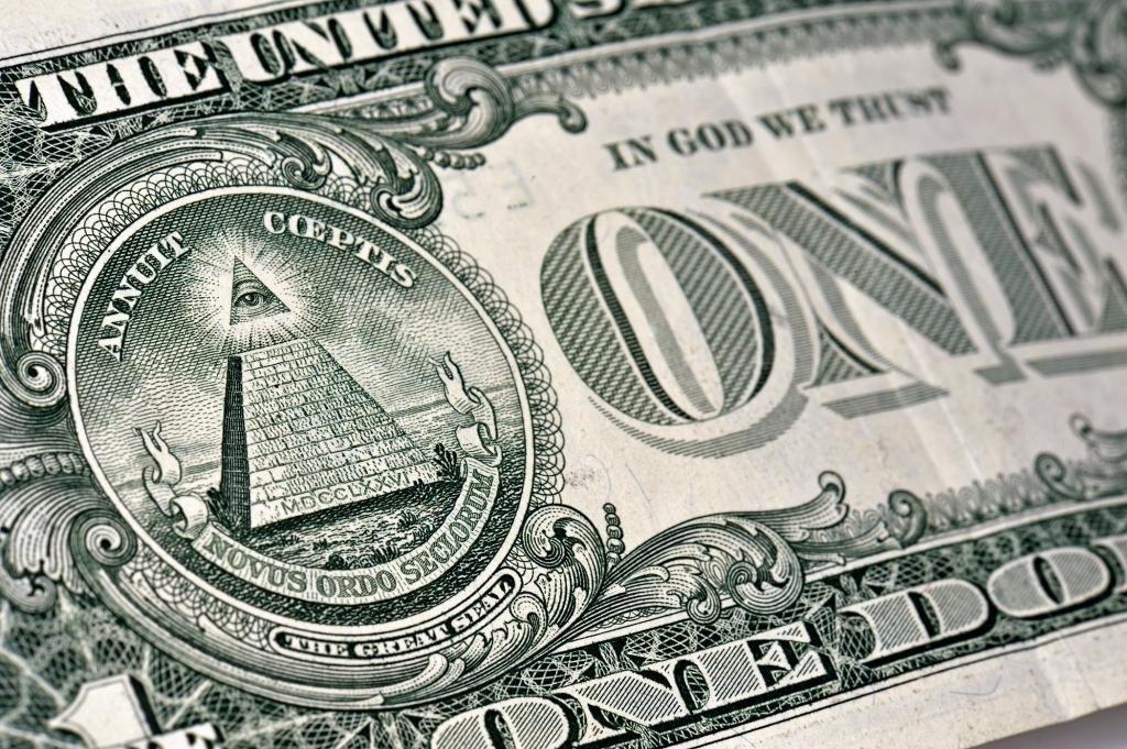 Изображение пирамиды на долларе