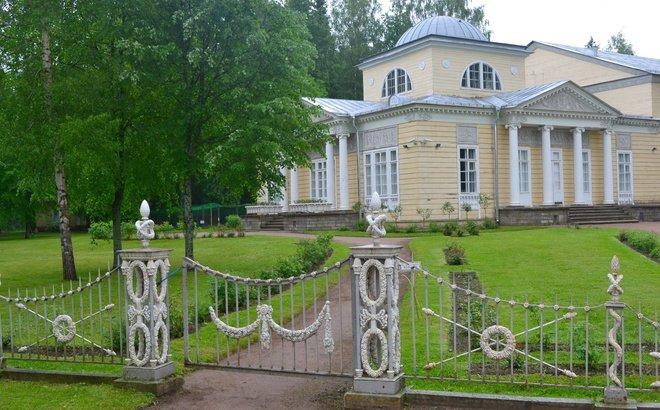 Ворота Павловского музея-заповедника.