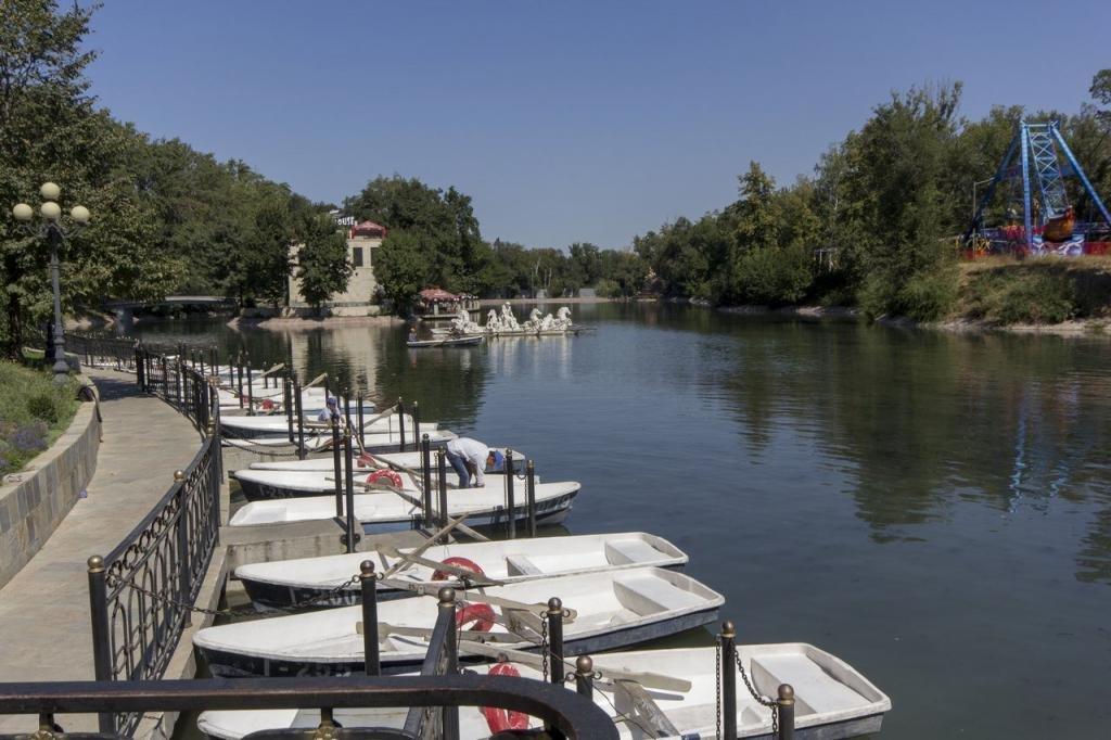 Озеро в центральном парке культуры и отдыха