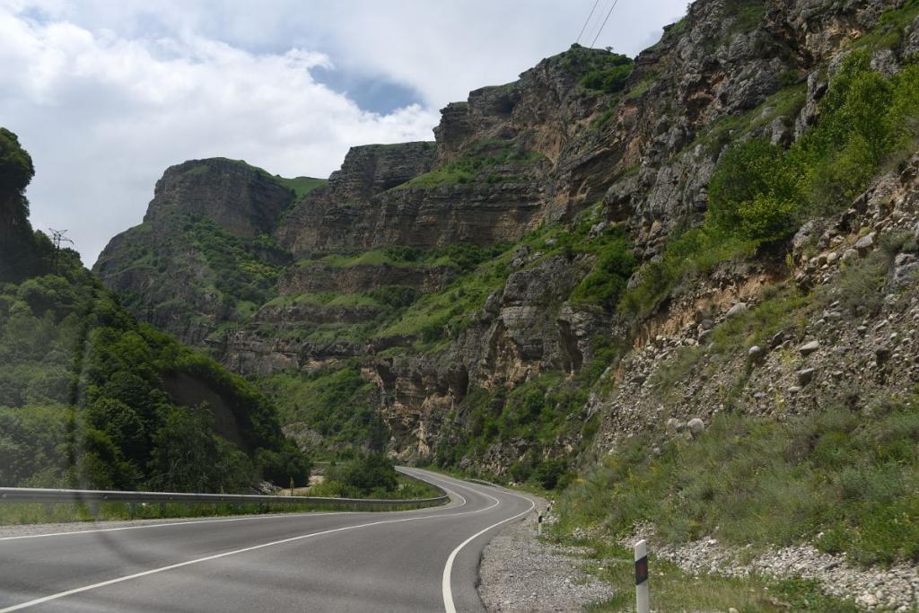 Среди гор Кавказа