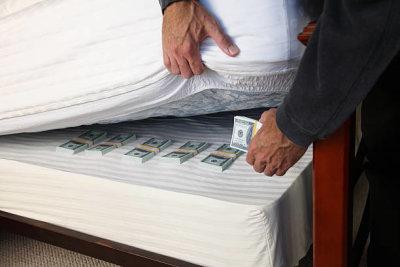 Куда спрятать деньги в поездке и на отдыхе: практические советы. Сумка-кошелек на пояс. Водонепроницаемые кошельки для документов и денег