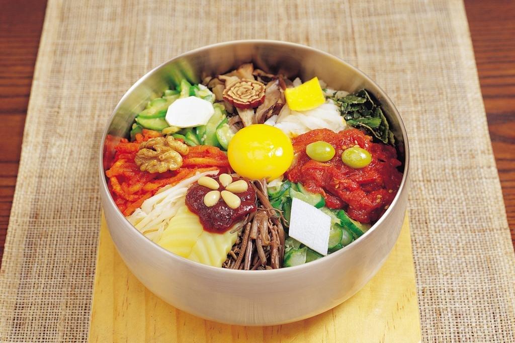 корейское блюда бибимбап
