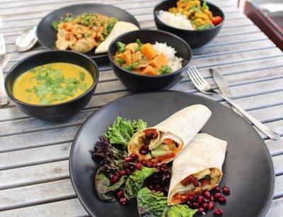 Где в Риге вкусно и недорого поесть: обзор кафе и ресторанов