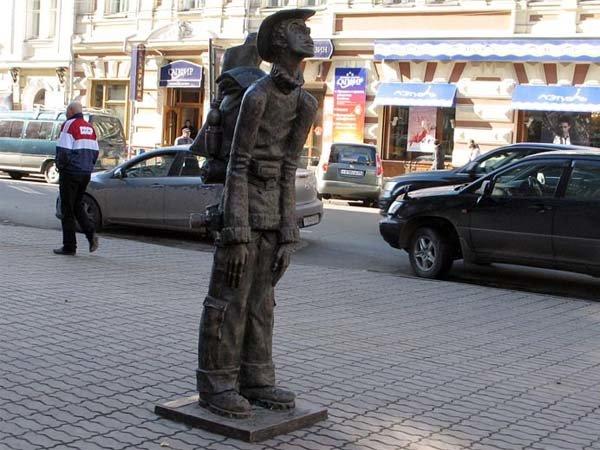 памятник туристу в Иркутске