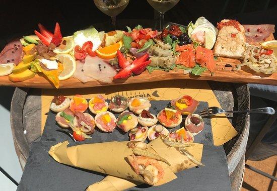 Еда в ресторане La Tonneria