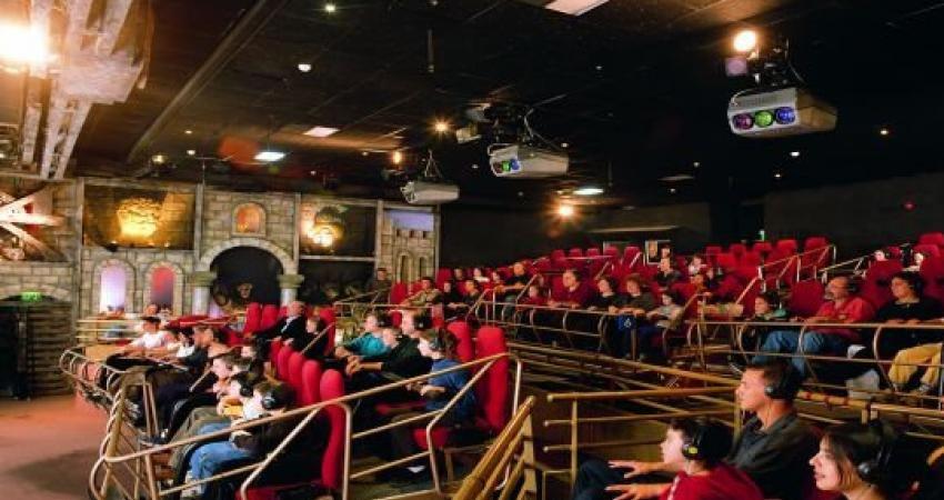 Люди в кинозале