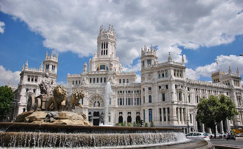 дворец и фонтан Сибелес