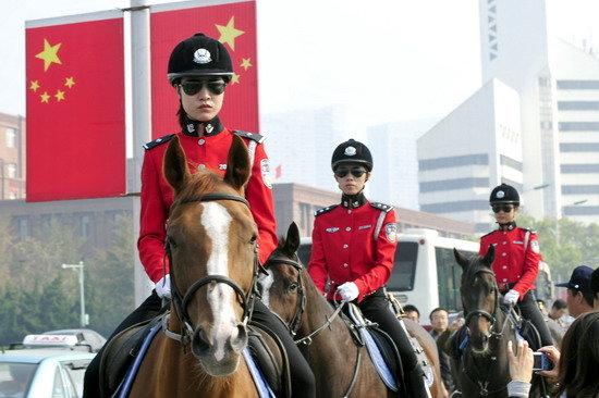 Женская конная полиция
