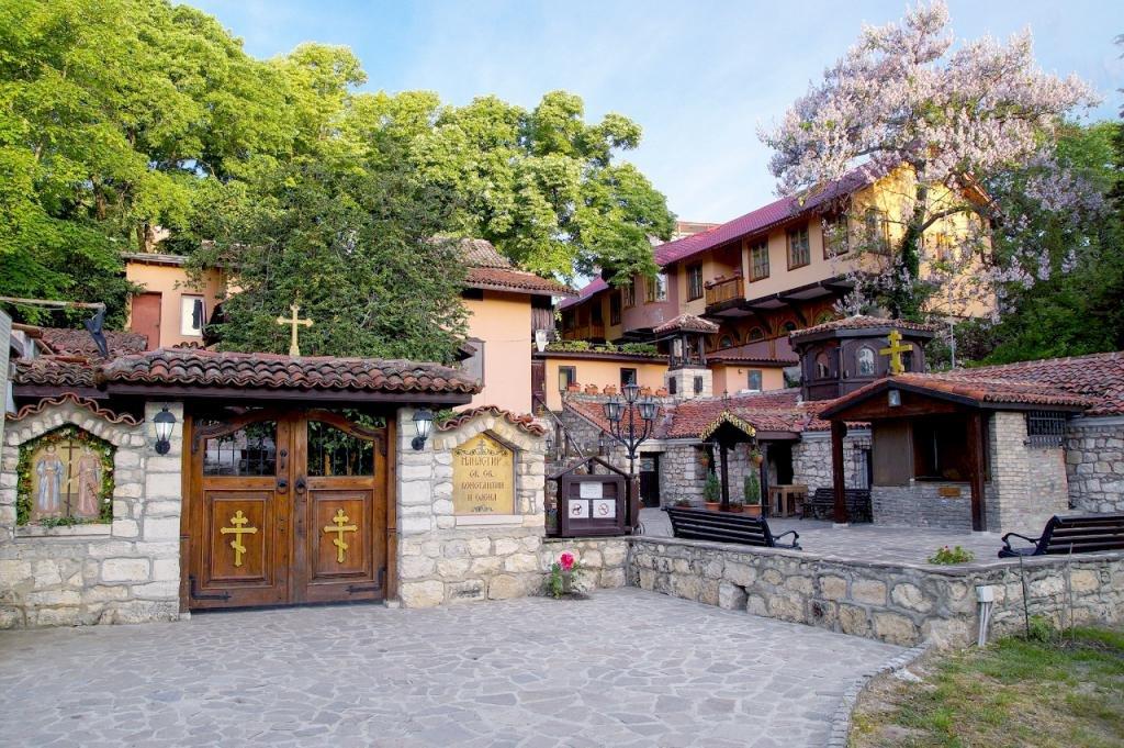 Монастырь в пригороде