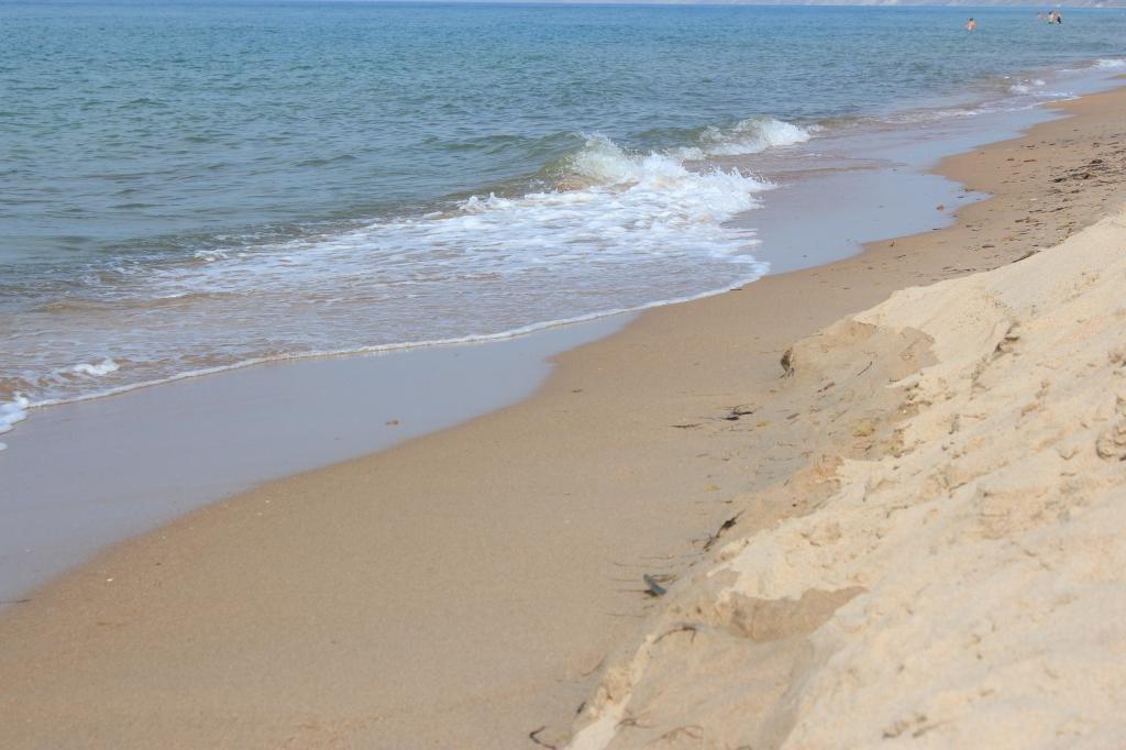 Волны и песок