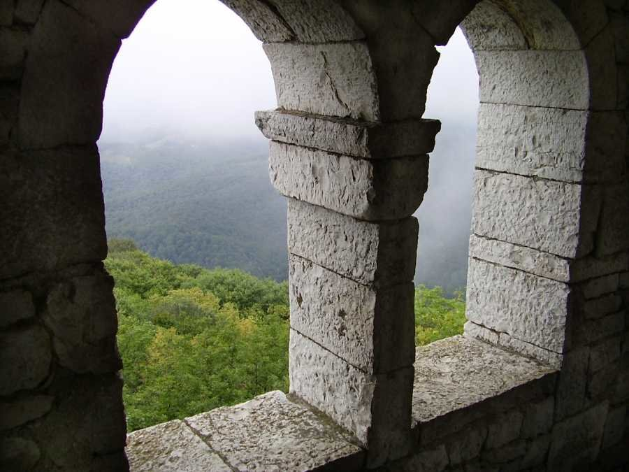 Вид с Белой башни на горе Ахун