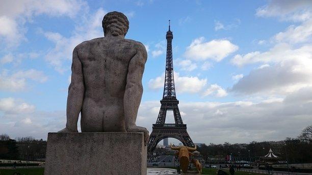 скульптура на площади Трокадеро