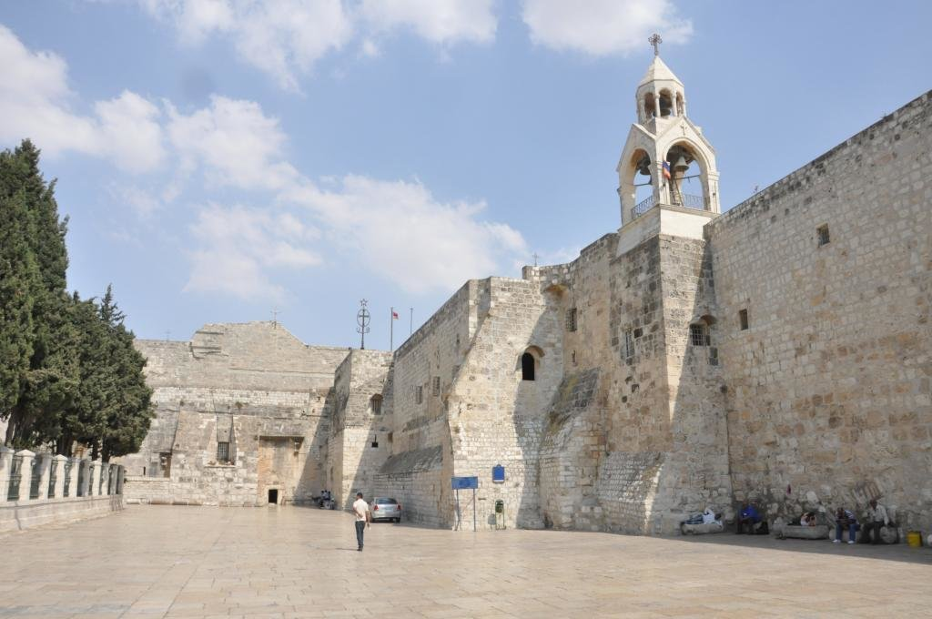 Стена церкви.