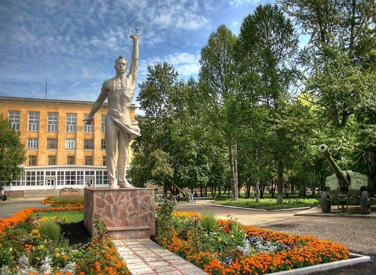 Памятник вечному студенту в Ижевске