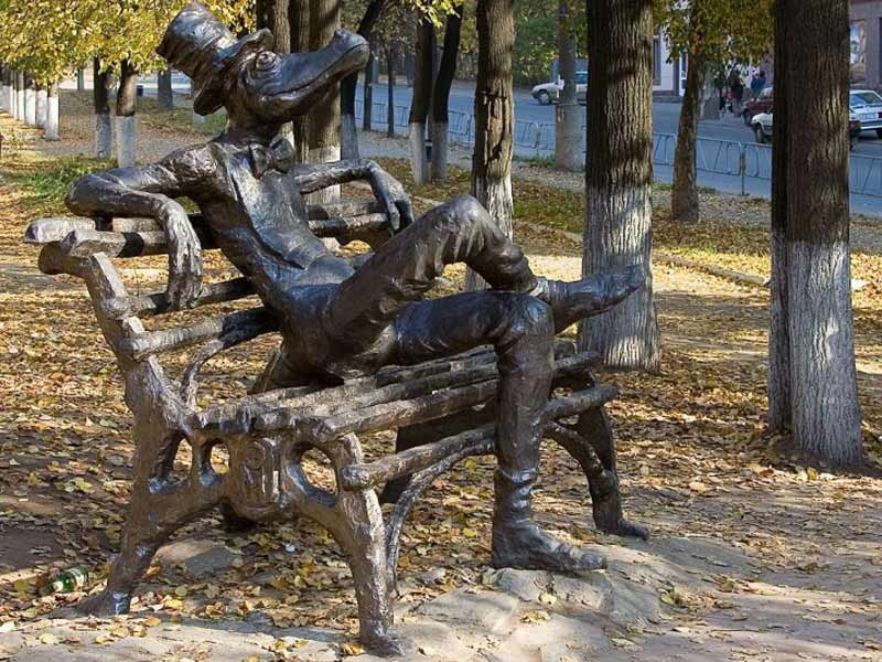 памятник крокодилу в Ижекске