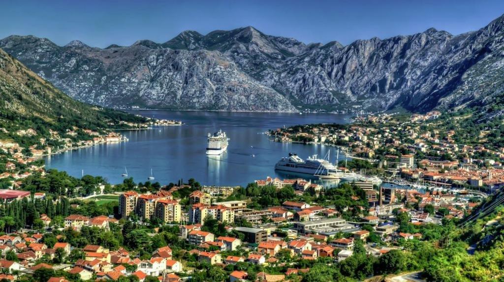 Залив в Черногории