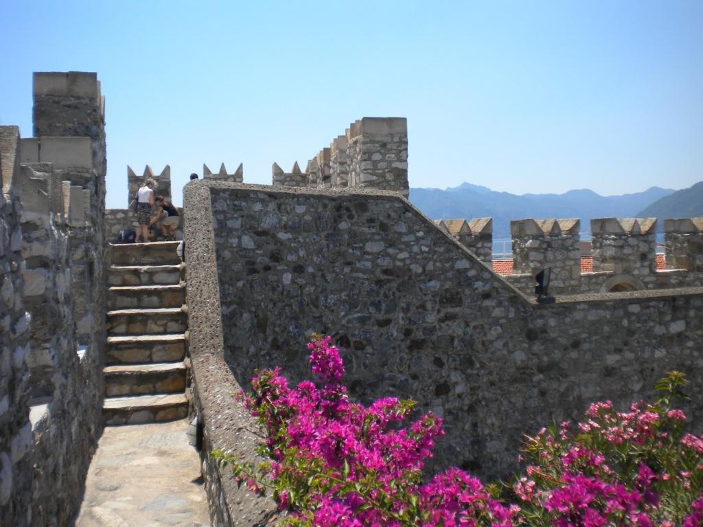 Древняя крепость