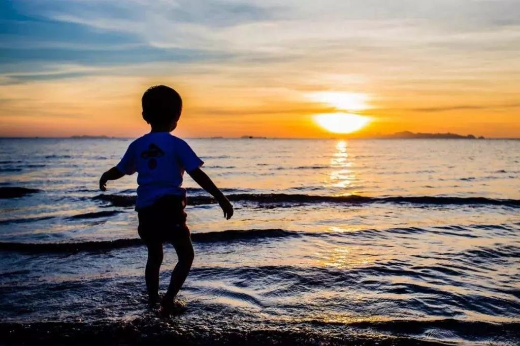 Ребенок у моря