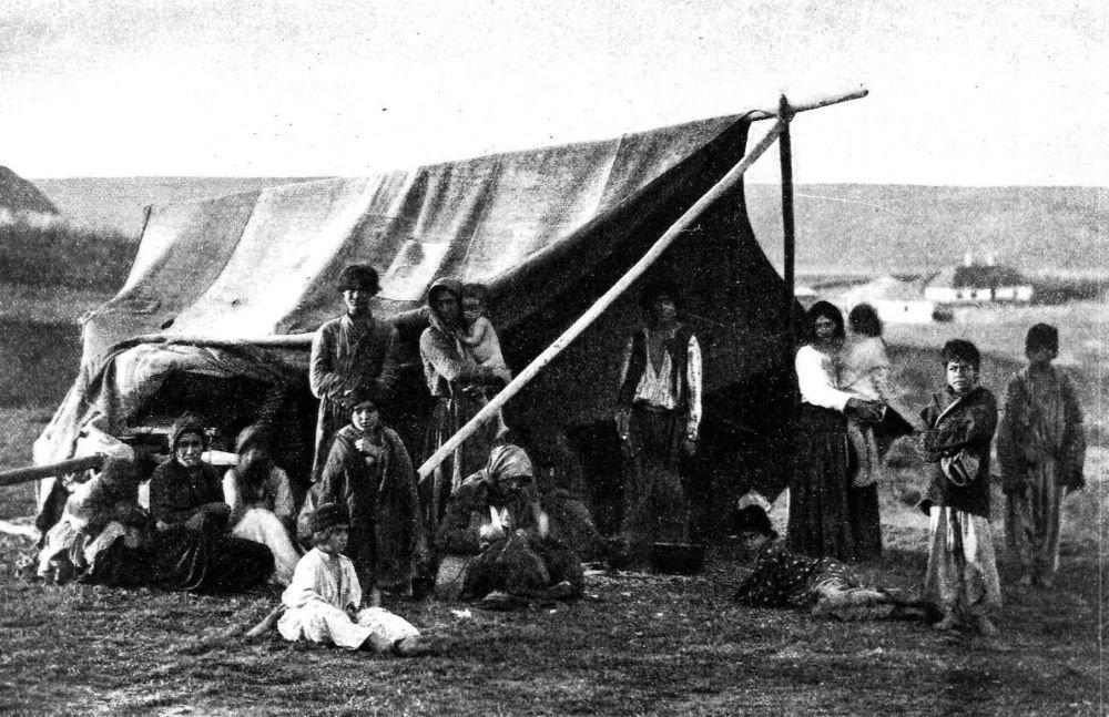 Табор бессарабских цыган в начале XX века