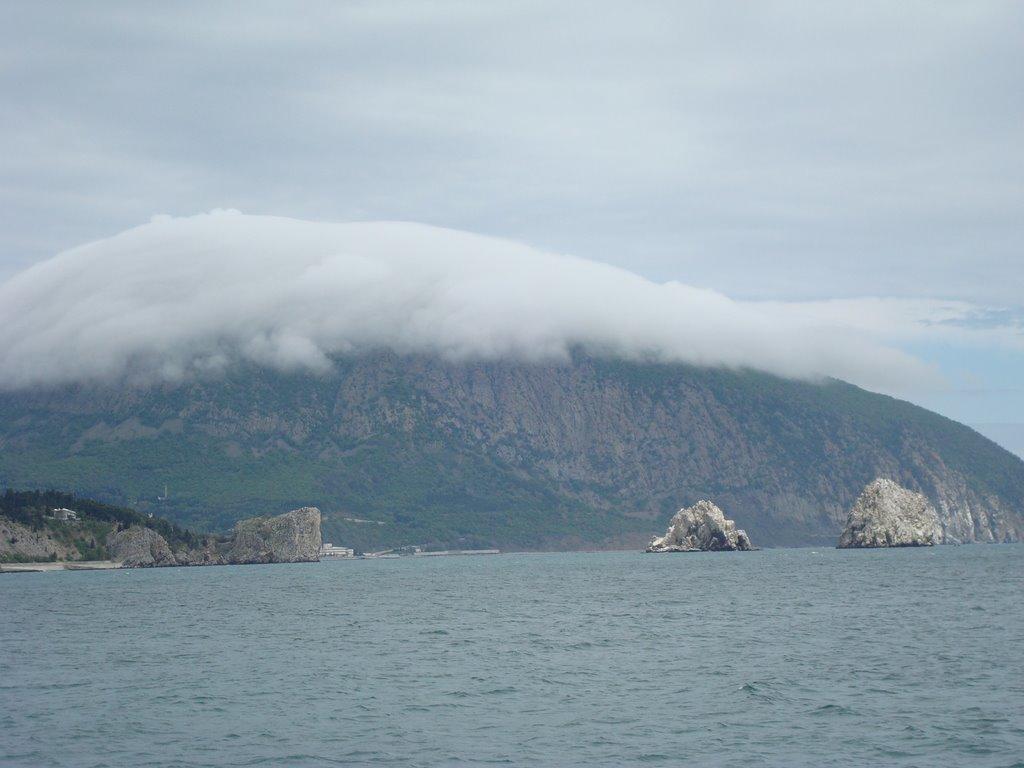 Низкие облака над Медведь-горой
