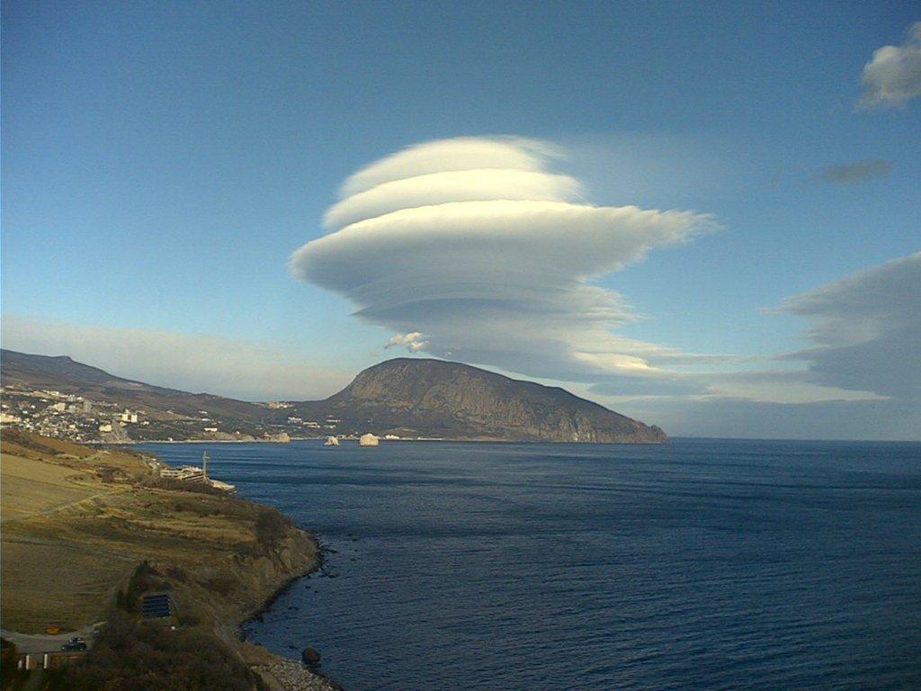 Удивительные облака над Медведь-горой