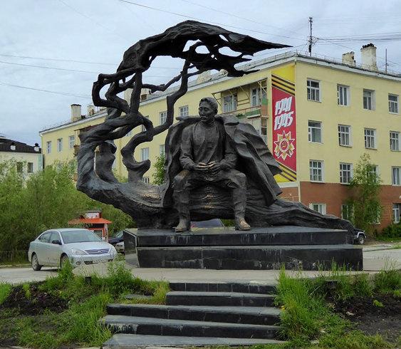 памятник кулаковскому