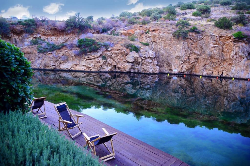 Озеро Вулиагмени, Афины