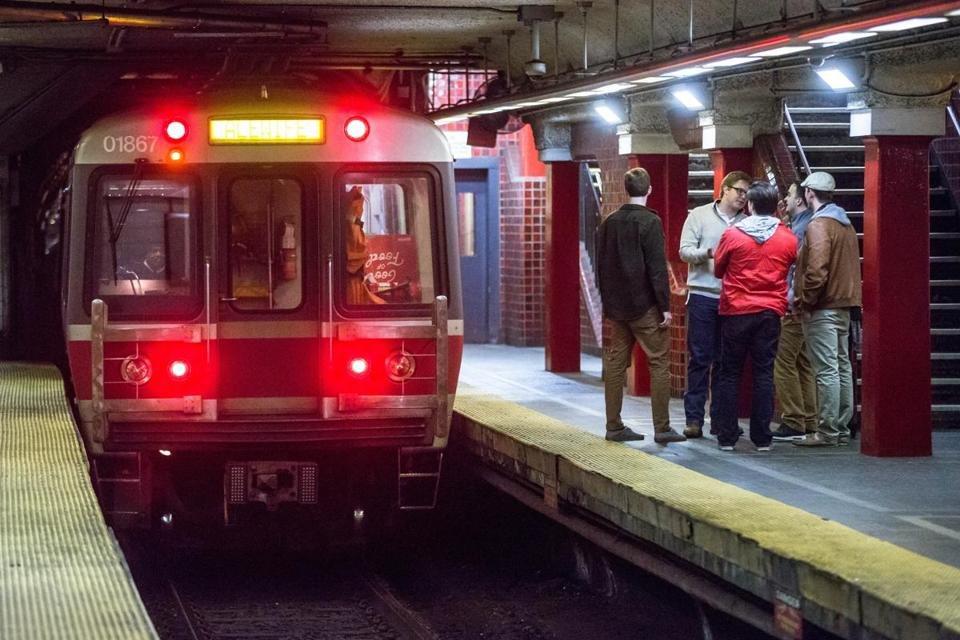Красная линия метро в направлении Alewife