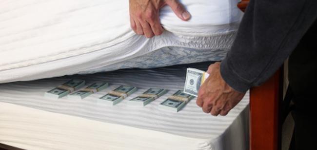 Куда спрятать деньги в отеле