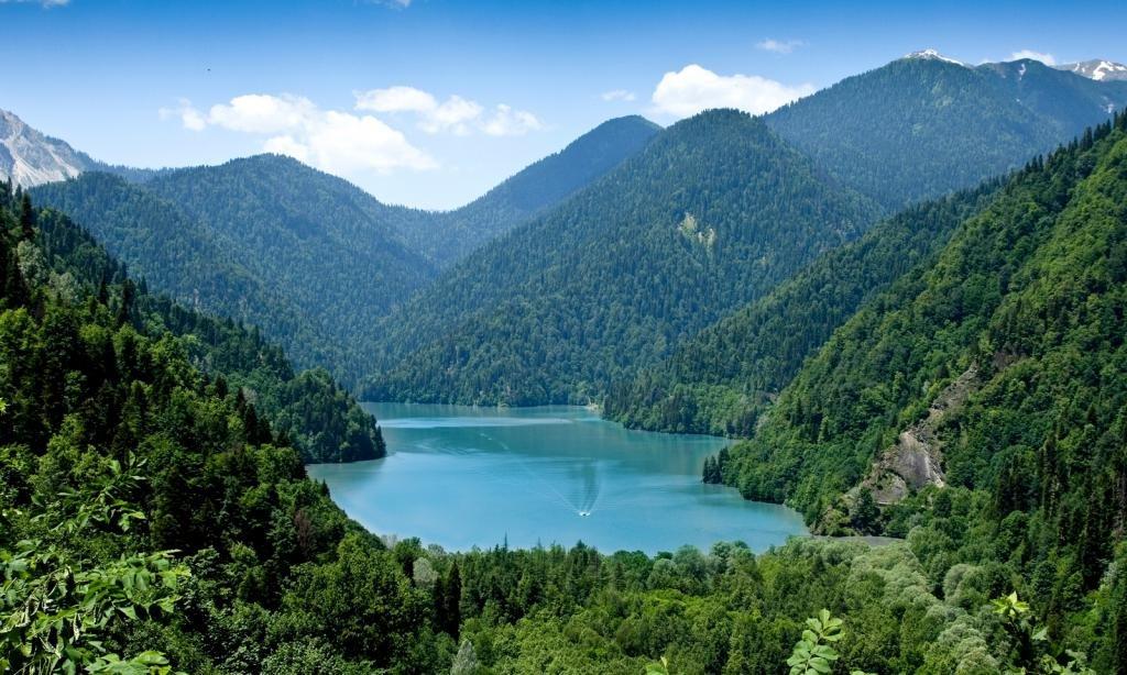 озеро на Кавказе