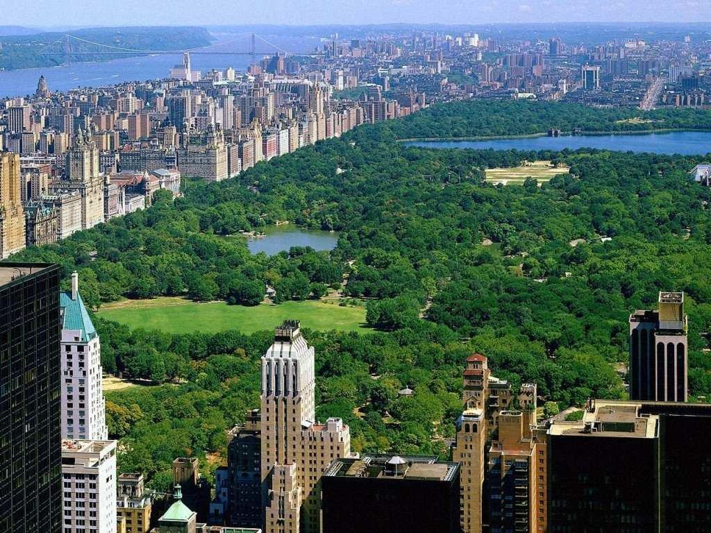 Прекрасный парк величественного города мира
