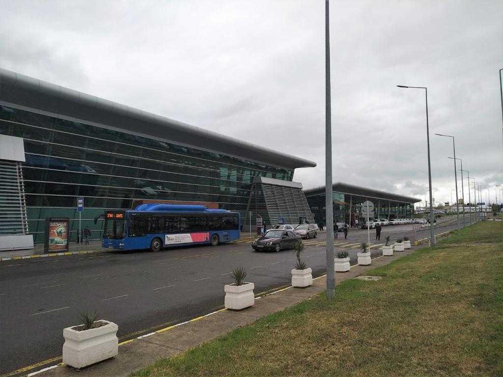 Как добраться из аэропорта Тбилиси в центр: описание и советы