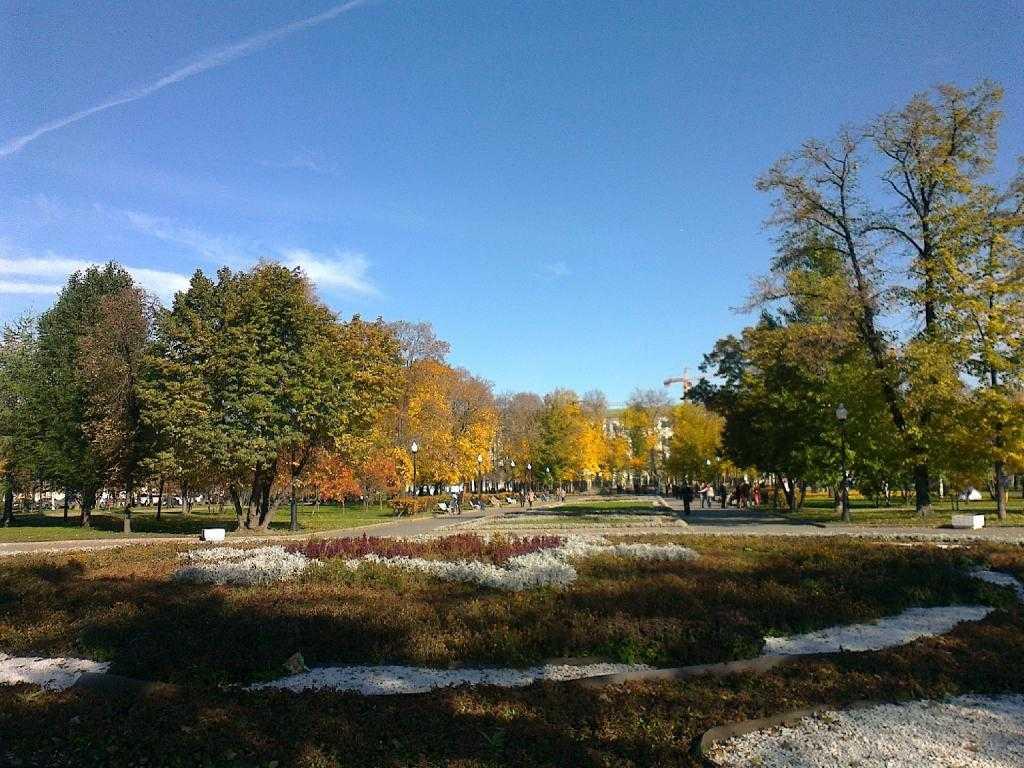 Парк Репина на Болотной площади